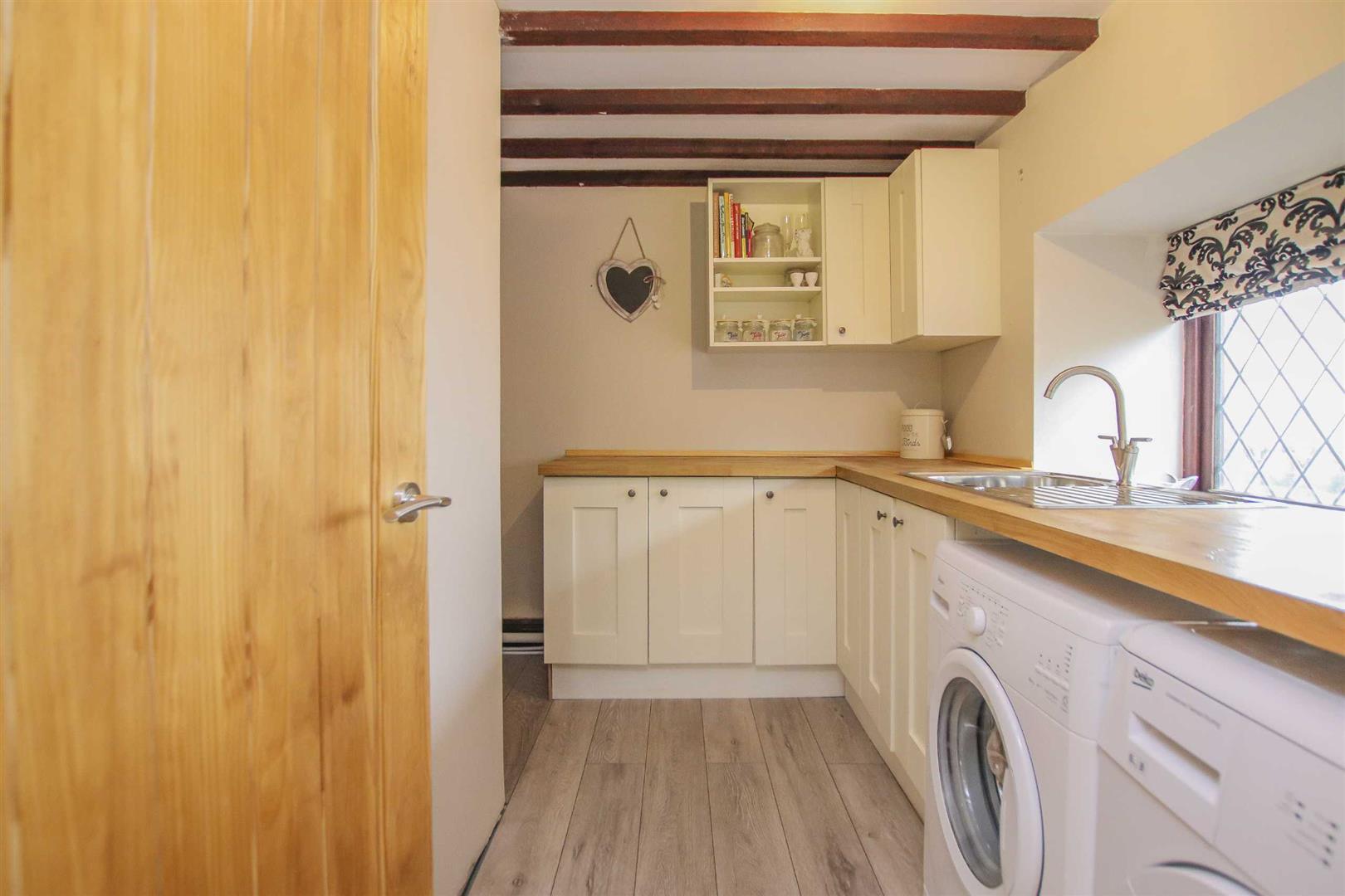 5 Bedroom Link Detached House For Sale - Image 11